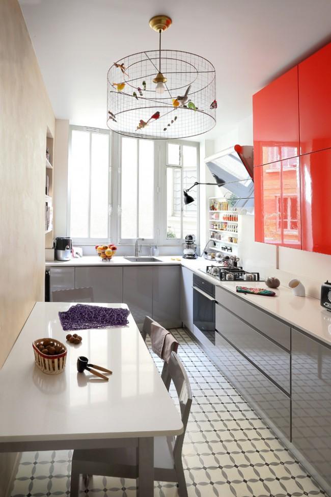 En choisissant la bonne couleur et la bonne finition du bloc cuisine, il est tout à fait possible de rendre une petite cuisine plus spacieuse et confortable.