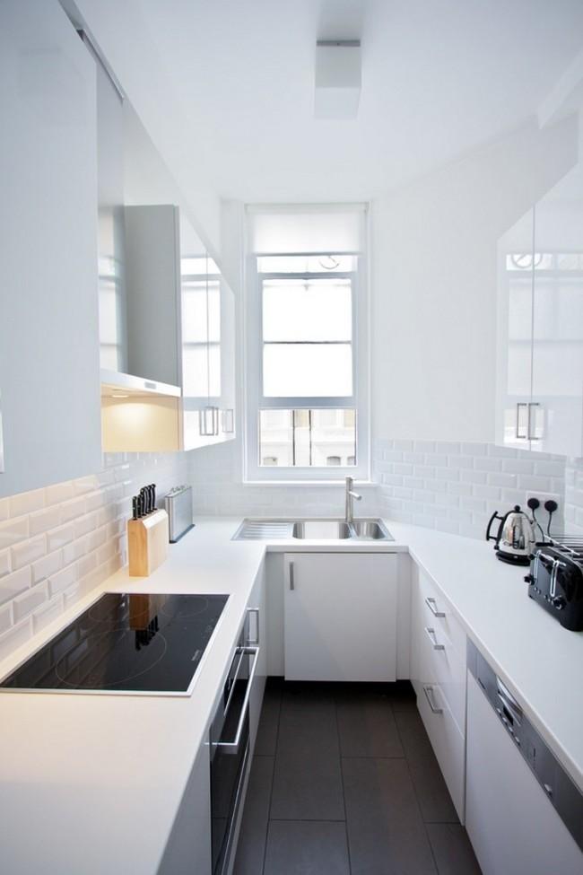 La couleur blanche agrandira visuellement une petite cuisine étroite