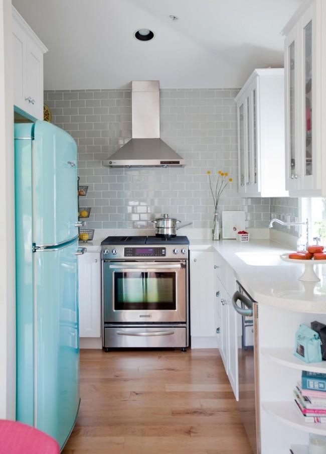 Dans une petite cuisine, chaque centimètre d'espace libre est important, il est donc très important ici de concevoir correctement un ensemble de cuisine.