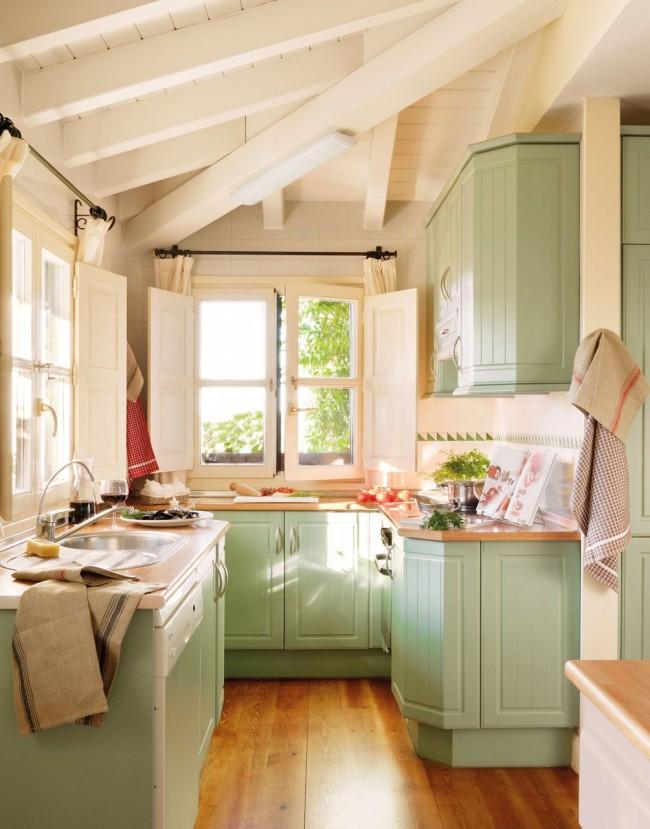 Petite cuisine lumineuse de style campagnard avec armoires pistache
