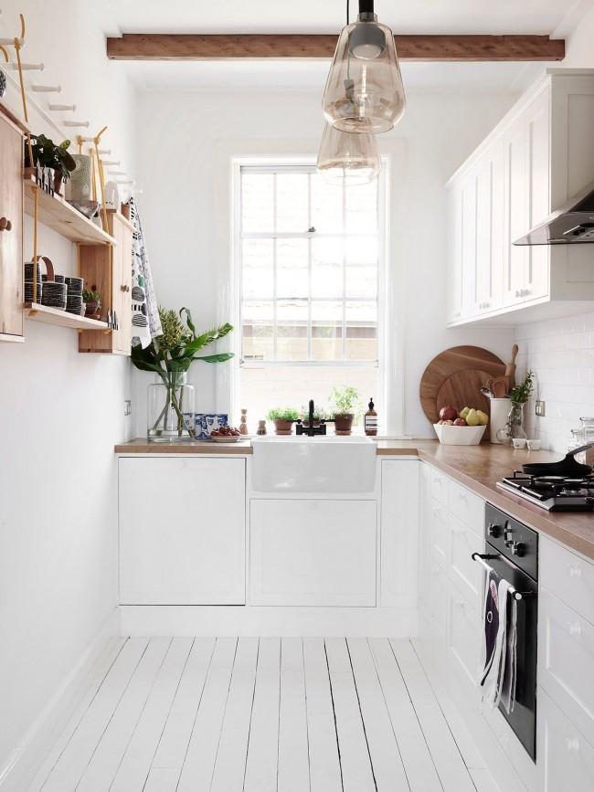 Le style écologique dans la cuisine est composé de meubles, d'accents et d'accessoires légers en bois naturel et en plantes naturelles