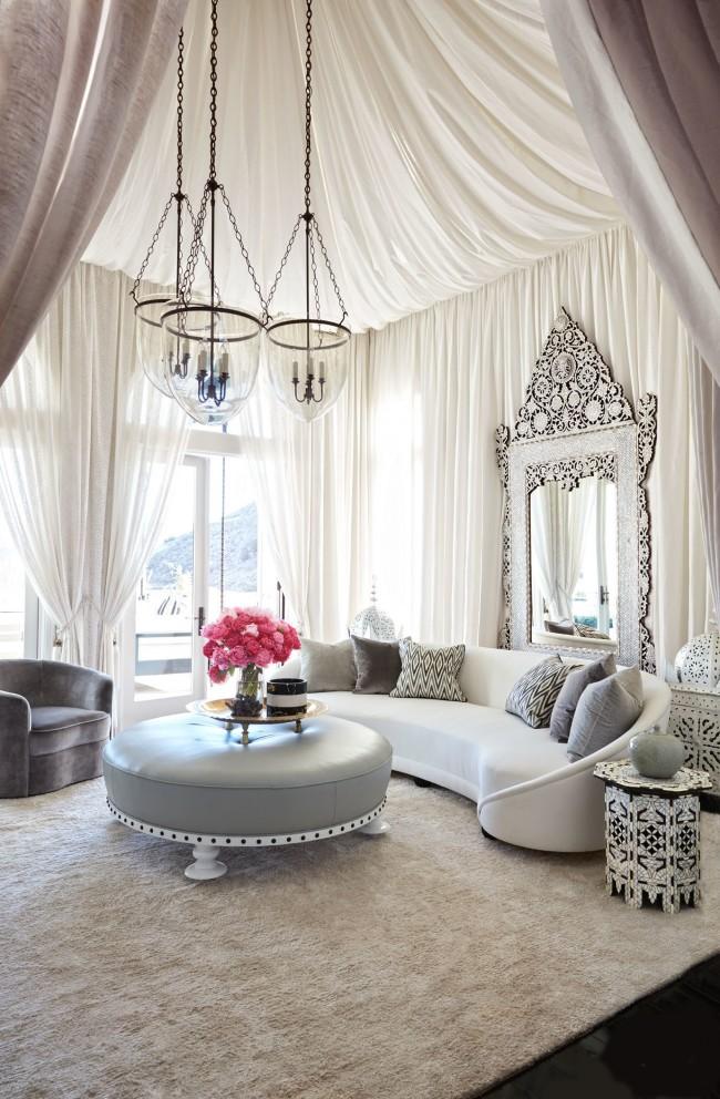 Intérieur luxueux d'un salon oriental aux couleurs apaisantes