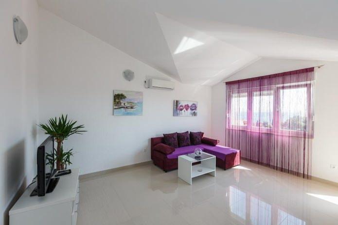 rideaux de fil violet dans le salon