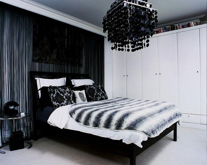 Chambre avec rideaux en filaments noirs