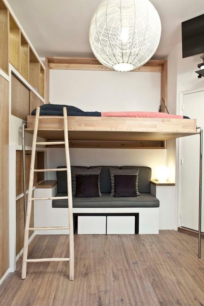 Un lit mezzanine aidera à économiser de l'espace dans un appartement d'une pièce