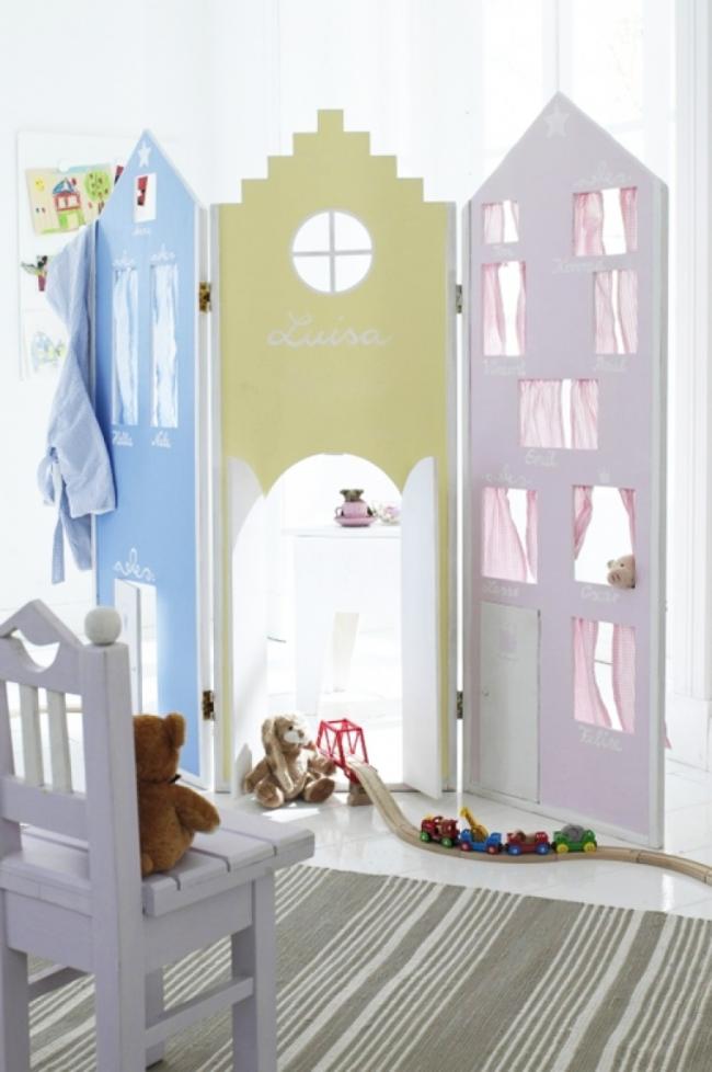 L'espace enfants peut être clôturé avec un paravent amovible à tout moment