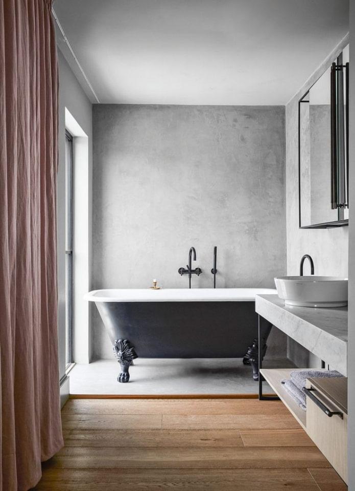 Mur de béton dans la salle de bain