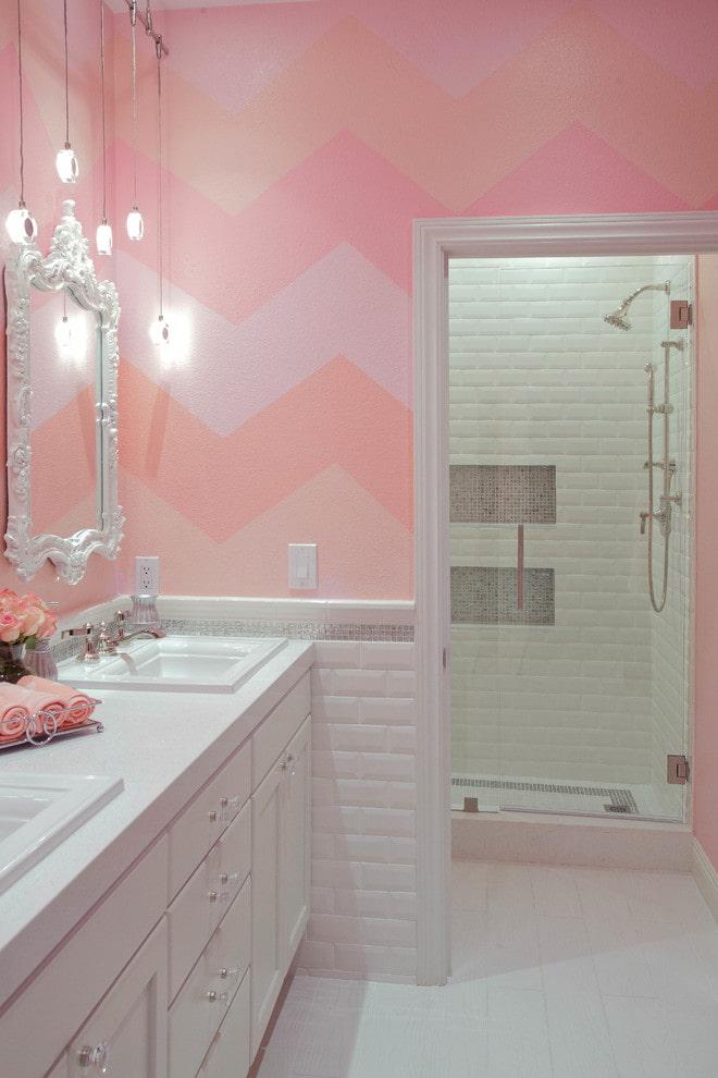 couleur rose dans la salle de bain