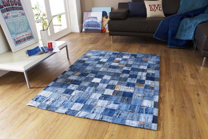 tapis dans le style du patchwork à l'intérieur