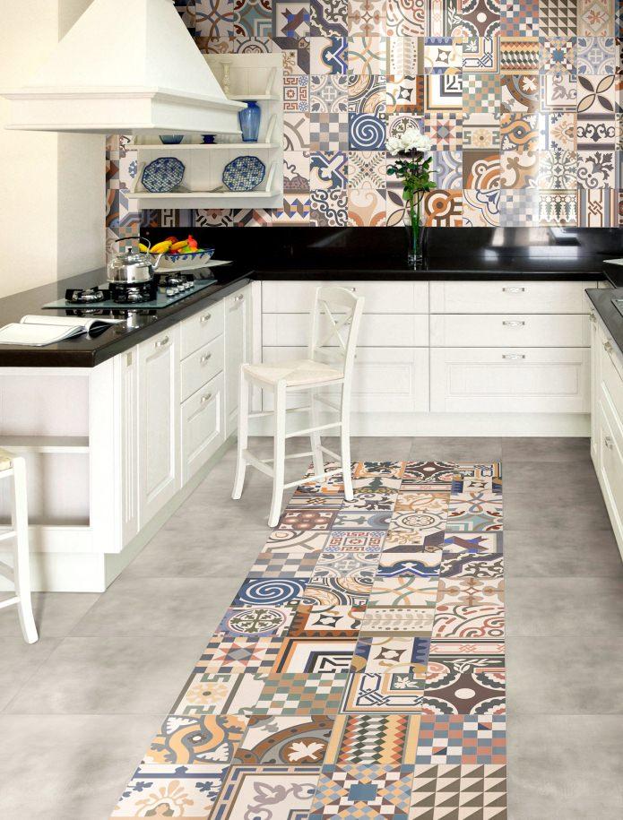 sol et murs de la cuisine en patchwork