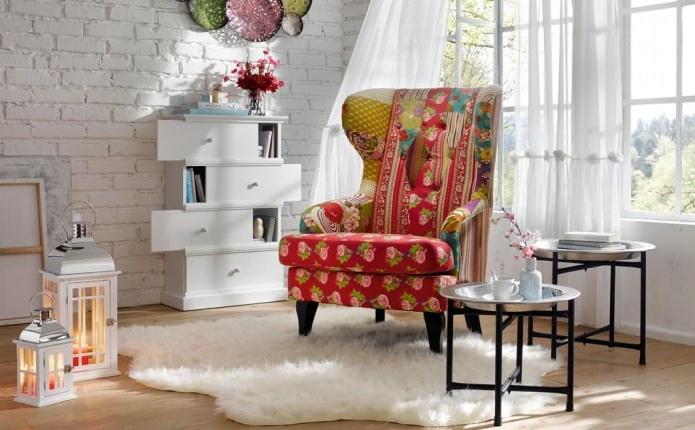 fauteuil patchwork à l'intérieur