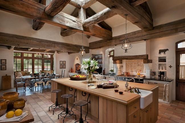 Le plus de bois possible est la règle d'une cuisine country réussie