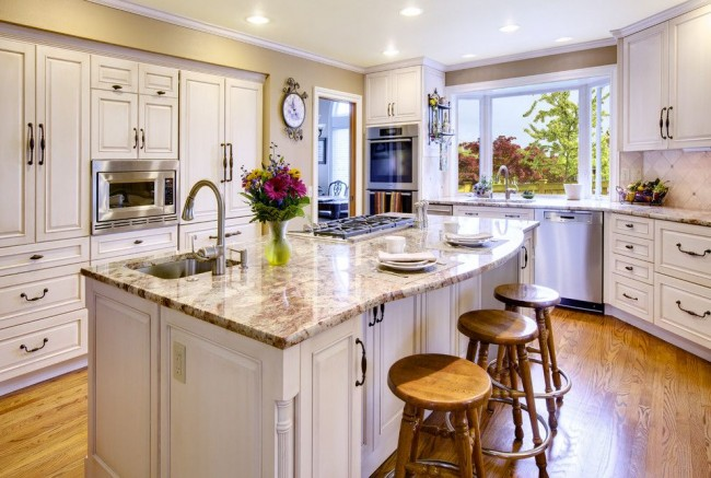 Le parquet sera également harmonieux dans la cuisine de ce style.