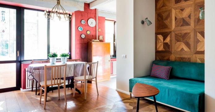 salon de style loft avec un canapé lumineux