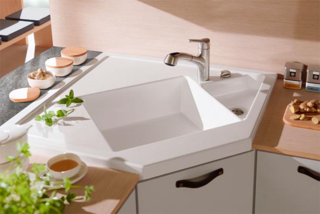 L'évier d'angle vous aide à faire bon usage de l'espace d'angle de votre cuisine