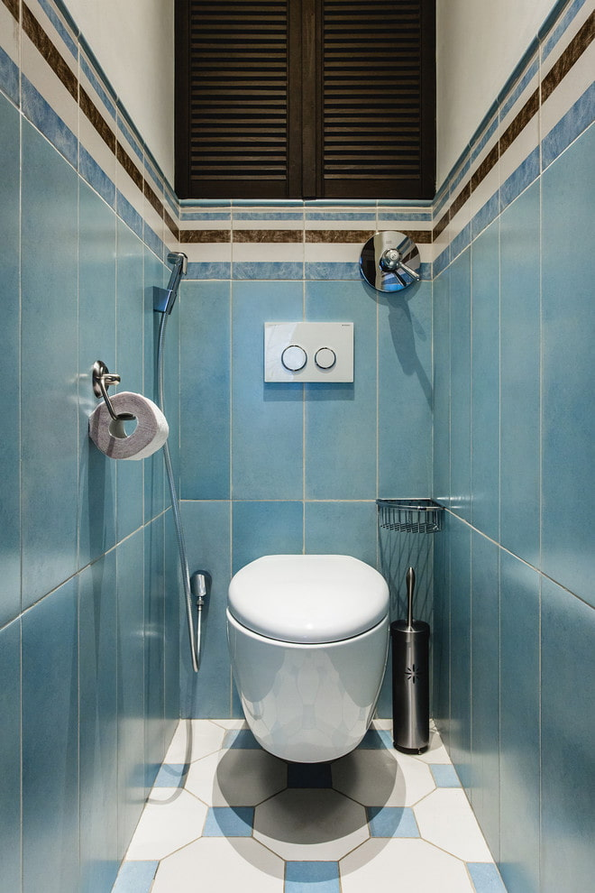 carrelage bleu dans les toilettes