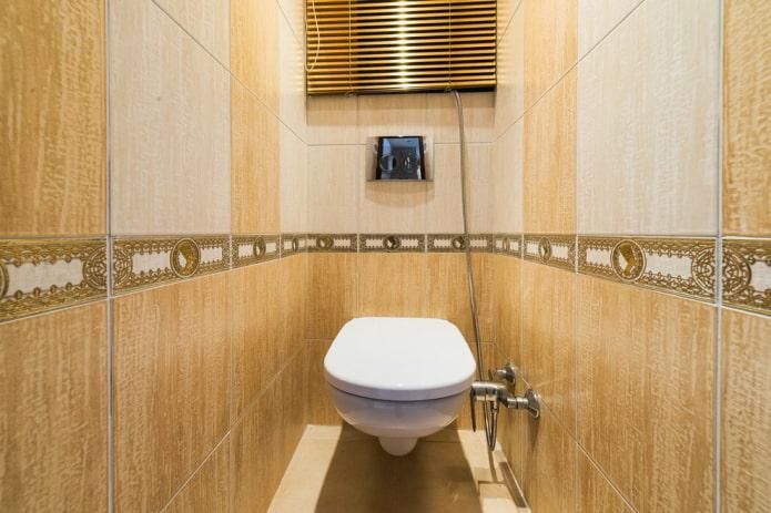 finir les toilettes dans l'appartement Khrouchtchev