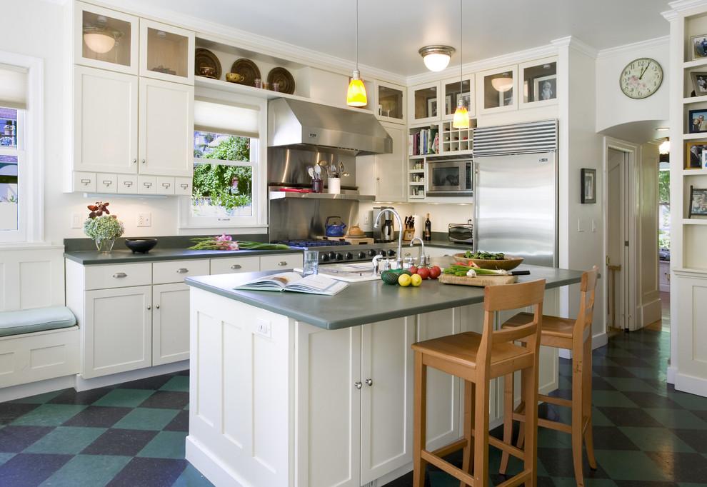 Revêtement de sol d'appoint dans une cuisine lumineuse