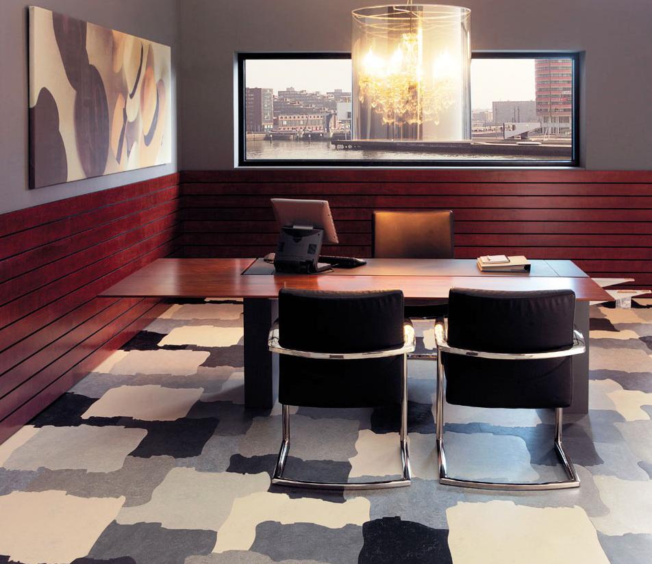 Linoléum semi-commercial au bureau avec un motif imitant le carrelage