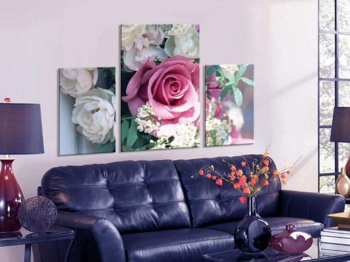 Tableau modulaire avec des roses à l'intérieur du salon