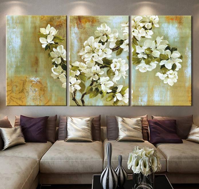 Peinture modulaire avec des fleurs à l'intérieur du salon
