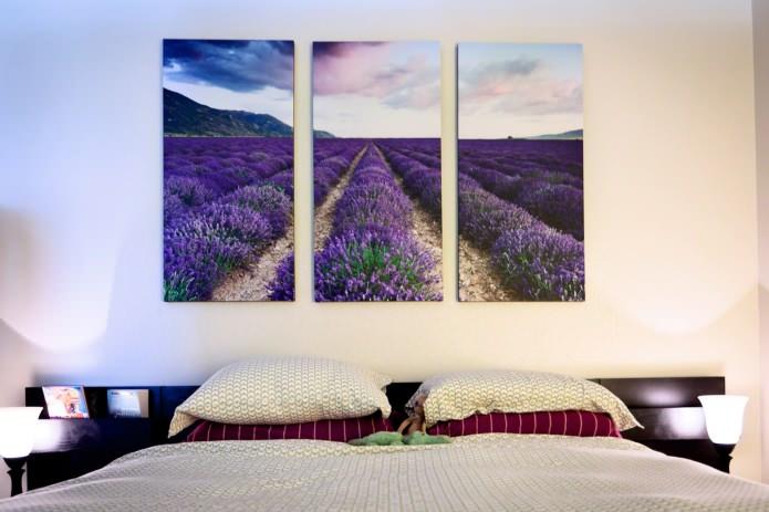 tableau modulaire avec des fleurs dans la conception de la chambre