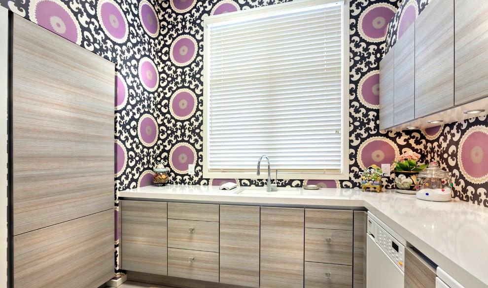 Le papier peint lavable aux couleurs accrocheuses est acceptable dans une cuisine moderne