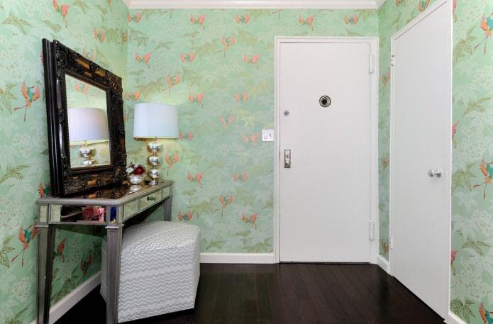 table de maquillage dans le couloir