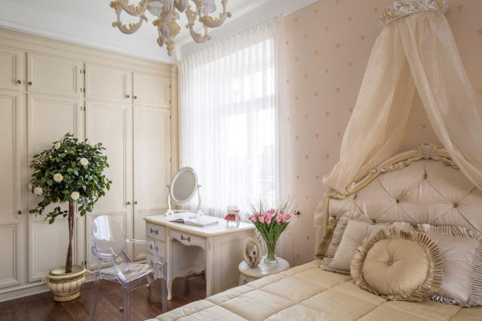 table de maquillage dans la chambre