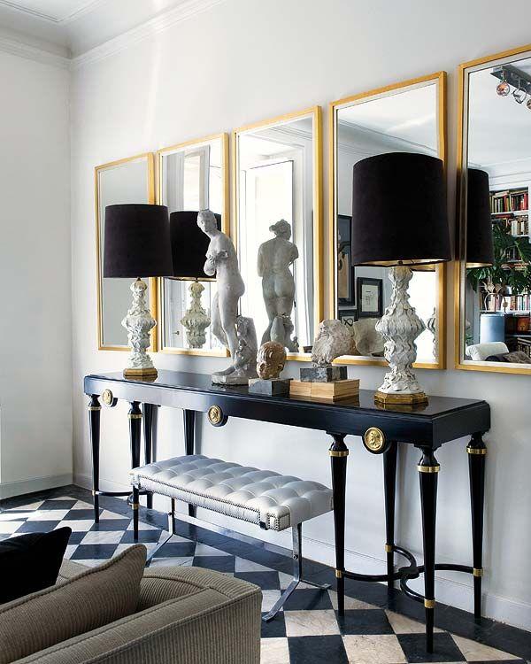 Mobilier élégant et sophistiqué dans un intérieur néoclassique