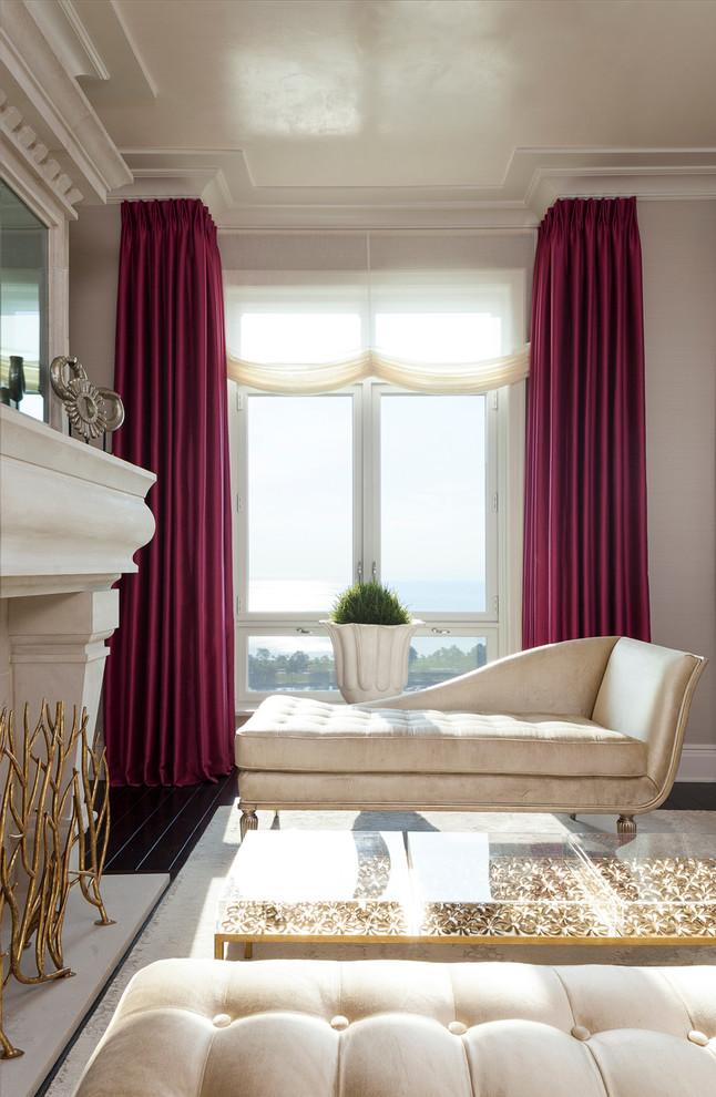 Rideaux lourds luxueux - un élément essentiel des intérieurs néoclassiques