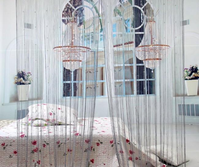 Rideaux en filament élégants dans la conception de la chambre