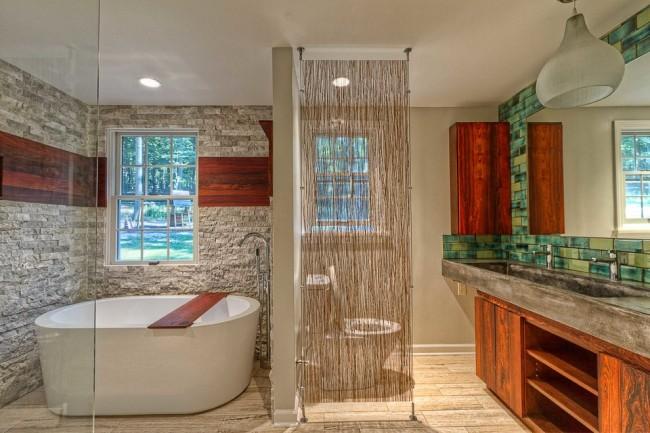 Rideau en fibre naturelle dans le zonage de la salle de bain