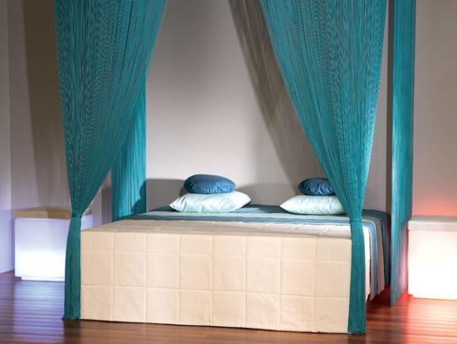 Un rideau en coton peut être un excellent auvent pour votre lit.