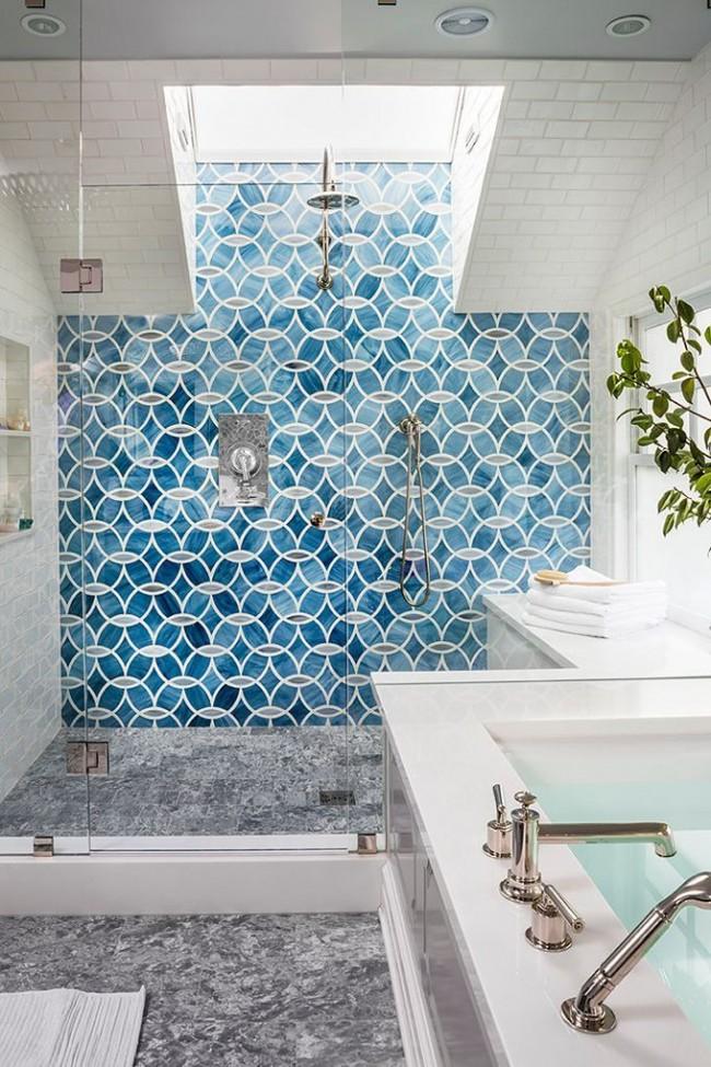 Turquoise et azur - une combinaison toujours fraîche et réussie pour une salle de bain