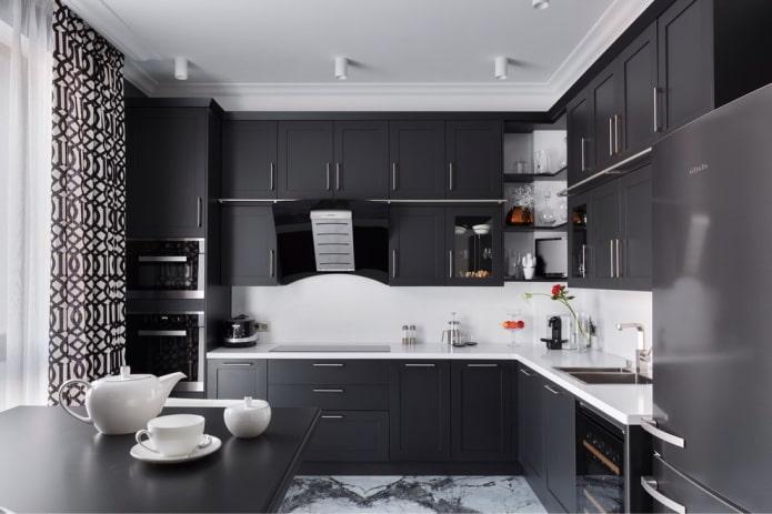 ensemble noir à l'intérieur de la cuisine