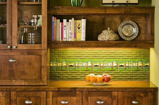 Tablier de cuisine fait de carreaux de différentes tailles, mais le même style à l'intérieur sur un motif de forêt