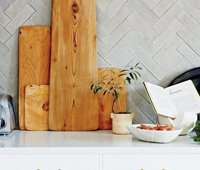 Tablier de cuisine bordé de carreaux en diagonale