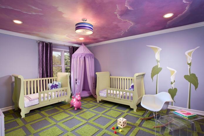 plafond violet dans la pépinière