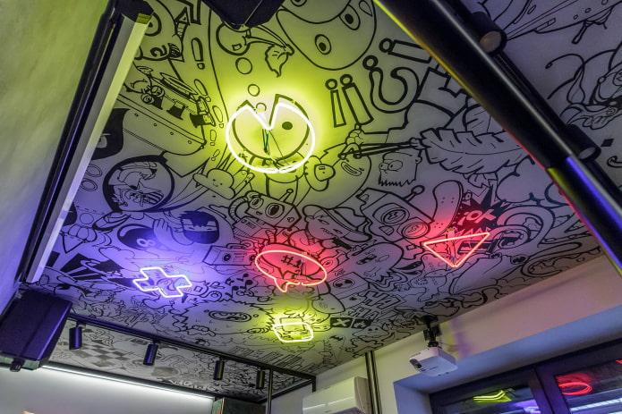 plafond de graffitis