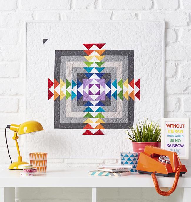 Le patchwork matelassé avec un point de machine décoratif est appelé