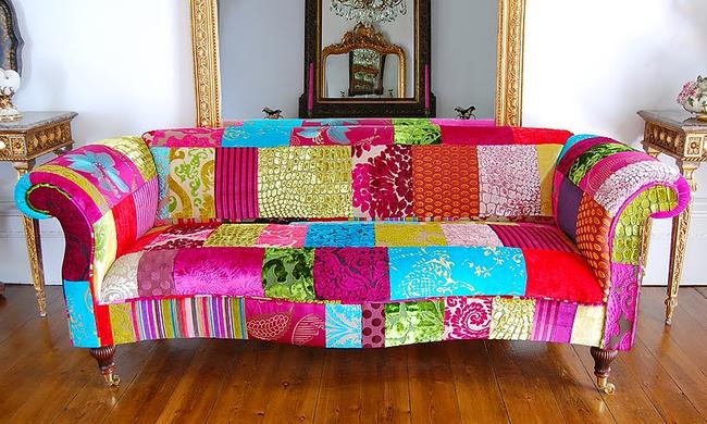 Un canapé avec un rembourrage en patchwork flashy est une excellente option pour ceux qui apprécient le sens de l'humour et le design kitsch