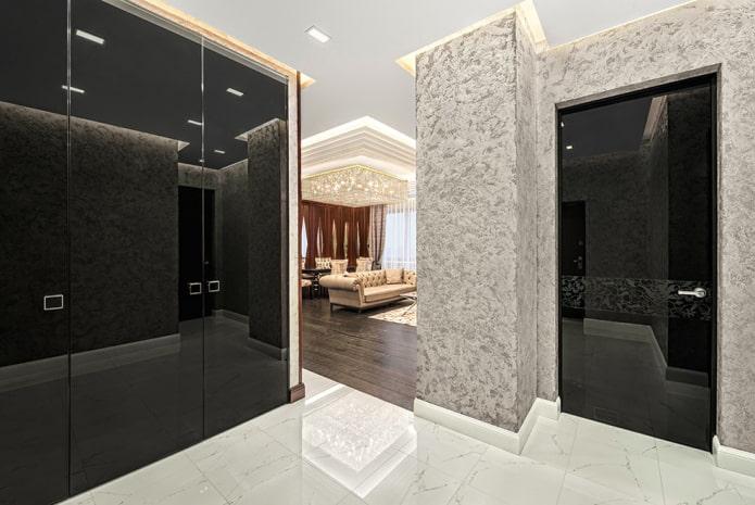 Plâtre décoratif dans le couloir