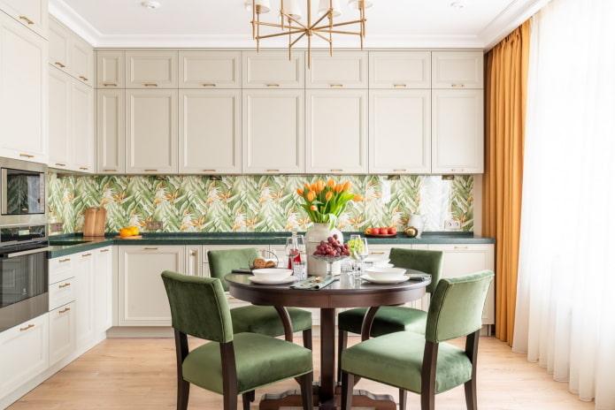 intérieur de cuisine dans les tons beige et vert