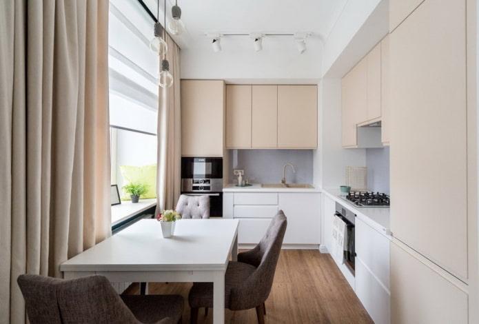 intérieur de cuisine dans des couleurs blanches et beiges