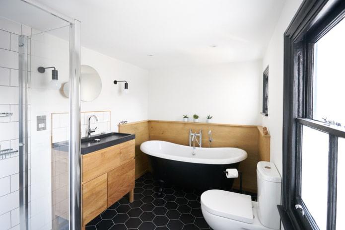 Salle de bain blanche avec contrastes