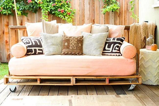 Canapé de jardin sur roulettes palettes