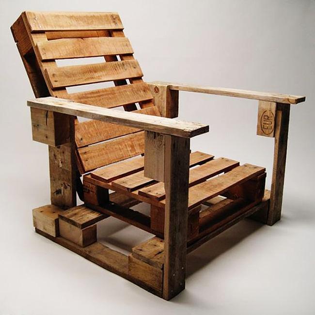 Chaise palette avec dossier et supports latéraux
