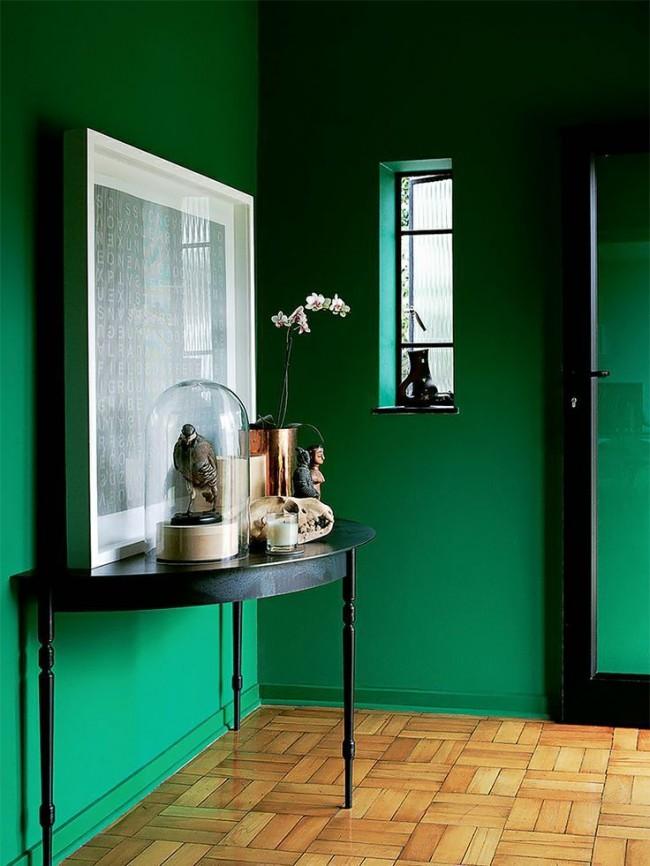 Le noir en combinaison avec le vert a l'air strict et ne convient pas à tout le monde