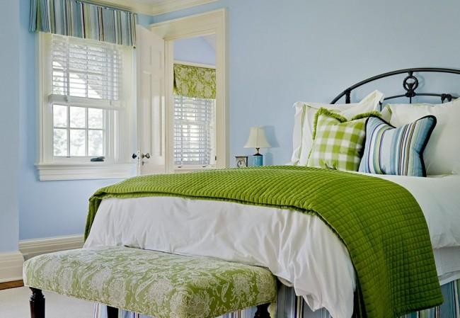Les accessoires verts ajoutent de la luminosité et de l'ambiance à votre chambre